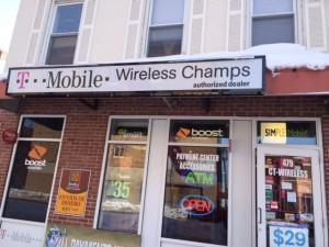 """Al entrar en la tienda de electrónicos y diciendo a los empleados que estamos estudiando diferentes culturas hispánicas en Hartford, el hombre de Bangladesh dijo, """"ir a ella, ella es puertorriqueña""""."""