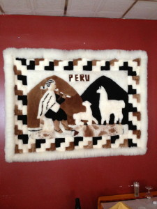 Tela peruana tejida como decoración de la pared