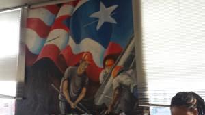 Otro mural que era fuera del Lyric Theater, demostrando nacionalismo y comunidad