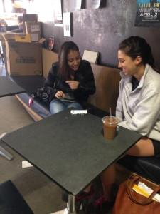 La entrevista con Eva en el cafe Peter B's