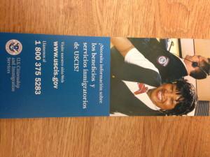Un folleto en la biblioteca publica en Hartford que ofrece los servicios para ayudar el ajuste de los inmigrantes en Hartford