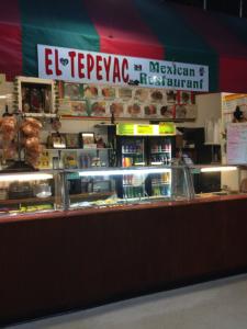El Tepeyac, un restaurante en El Mercado.  El hombre que no reveló su nombre trabaja aquí.  El Tepeyac sirve comida de México como empanadas y dulce de leche.